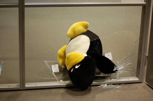Tux está rompiendo Ventanas