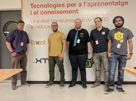 Plasma y el equipo de KDE Neon visitó instituciones públicas educativas de Cataluña